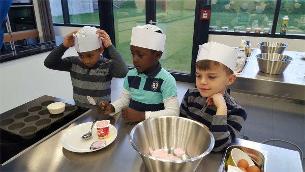 maison relais Rumelange - 3 garçons font la cuisine